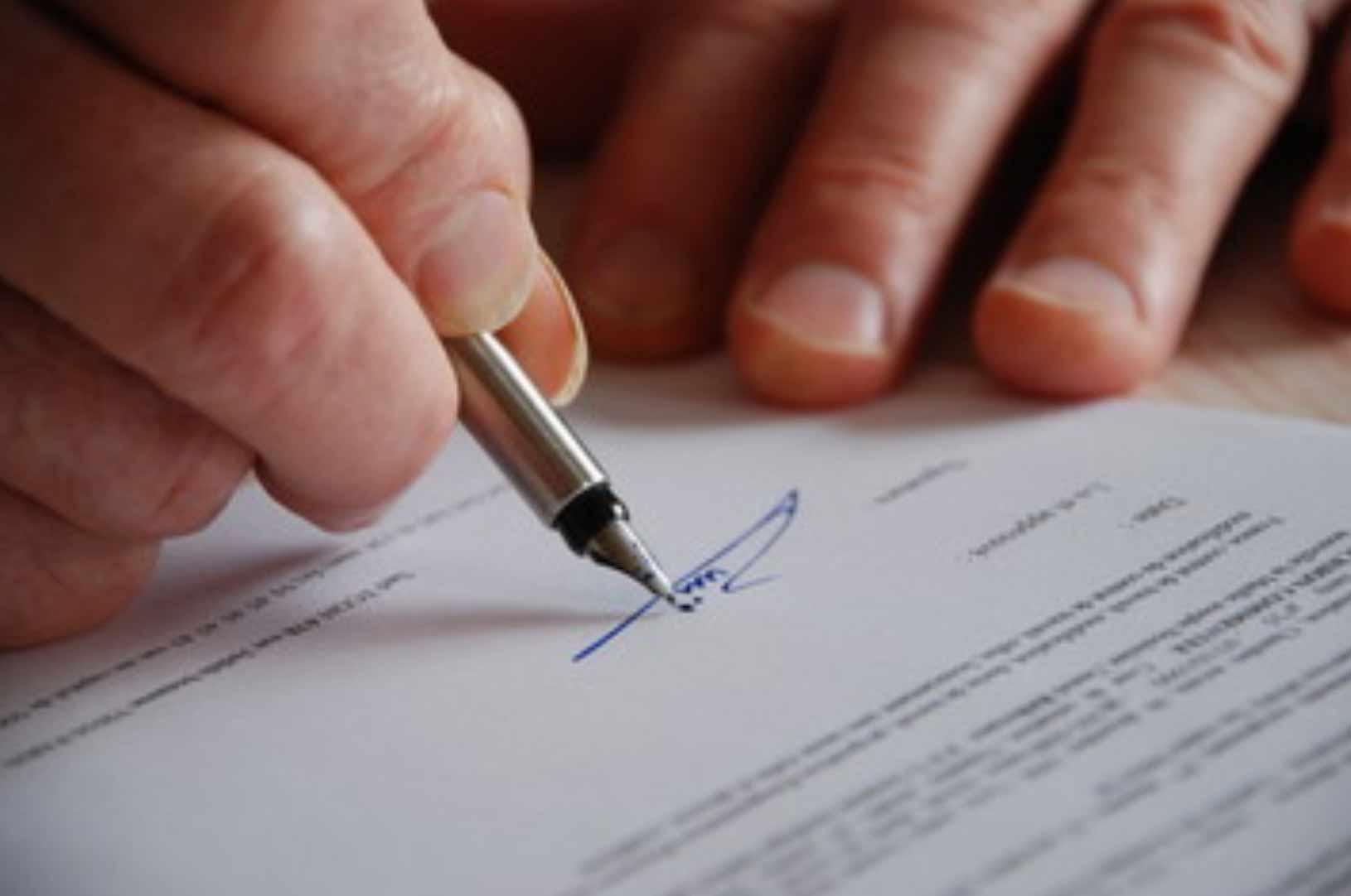 海外ビジネスシーンで利用する頻度が急増している署名サイン
